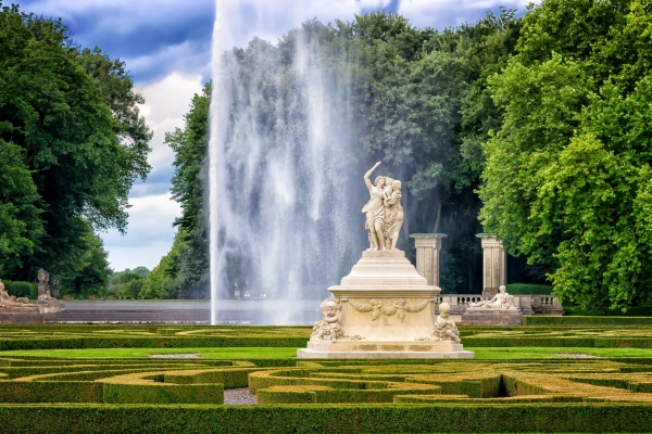 park-castle-sculpture-fountain