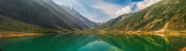 green-lake-surrounded-by-mountain