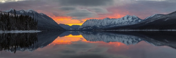 reflection-of-mountains-in-lake-during-sunset